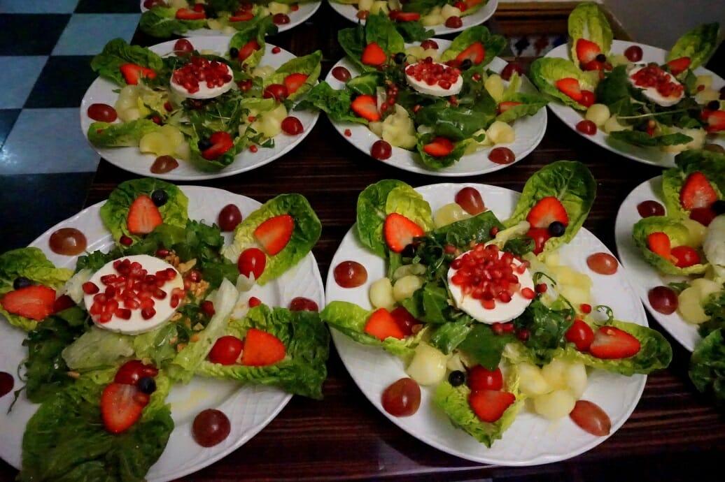 Salaattiravintola Jäniksen salaatteja 2016 Fuengirolassa