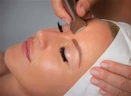 Mikroneulaus Oulu Kauneushoitola BellaHelena Oulu Skinfaktor Dermia Microneedling Face Treatment